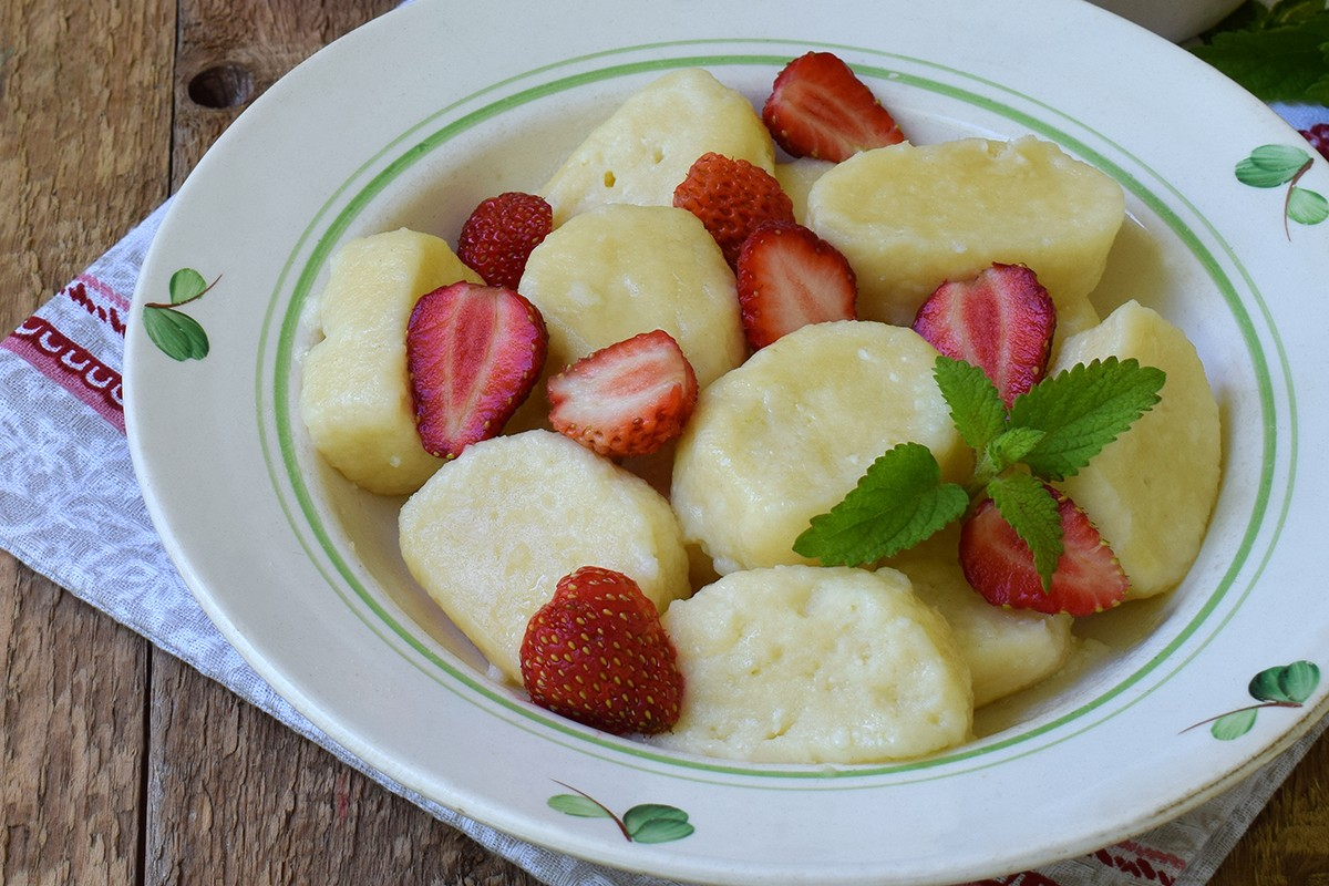 Quark Dumplings with Strawberry Cream